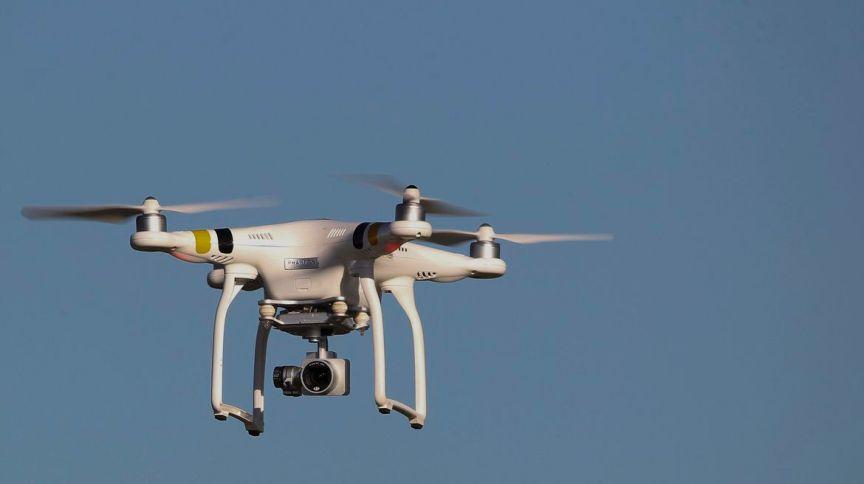 O drone emitirá alertas sobre a importância de permanecer em casa durante o combate à pandemia do novo coronavírus