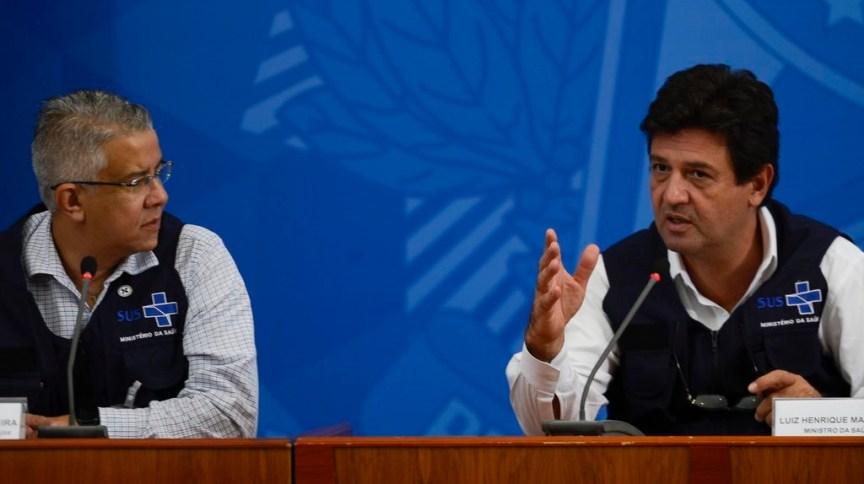 O secretário de Vigilância em Saúde, Wanderson de Oliveira, e o ministro Luiz Henrique Mandetta