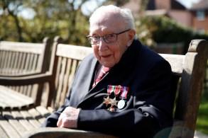 Capitão aposentado do Exército ficou famoso ao cumprir promessa de dar cem voltas em seu jardim para arrecadar fundos para o serviços de saúde do Reino Unido