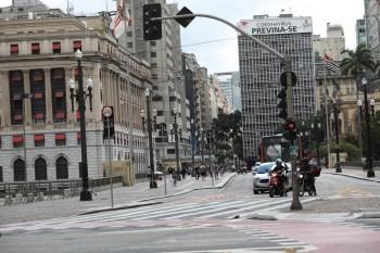 Coordenador-executivo do Centro de Contingência contra a Covid-19 de São Paulo voltou a destacar a necessidade do distanciamento para conter o vírus