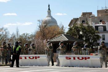 Veículo avançou contra barreira de segurança posicionada em frente ao Congresso