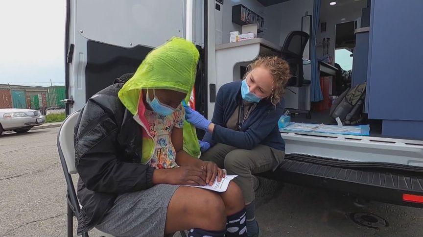 Clínica móvel de vacinação na Califórnia (EUA)