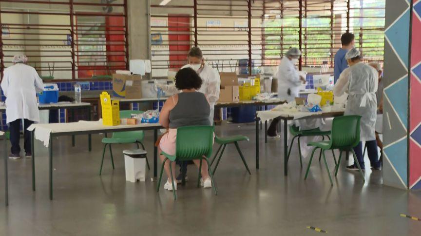 Profissionais de educação são testados para entender prevalência da Covid-19 em que trabalha nas escolas