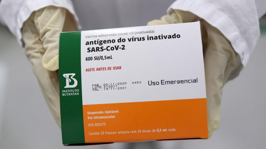 Caixa com doses da Coronavac, vacina contra Covid-19