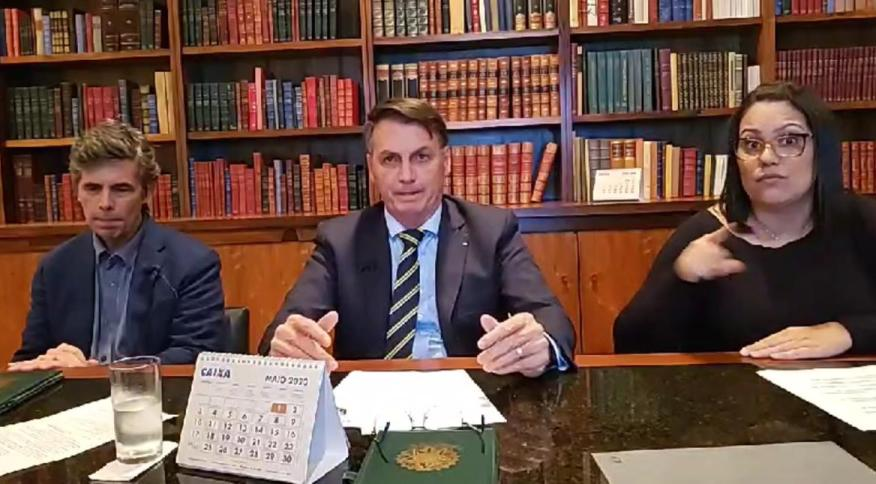 Jair Bolsonaro (centro) em live com o novo ministro da Saúde, Nelson Teich