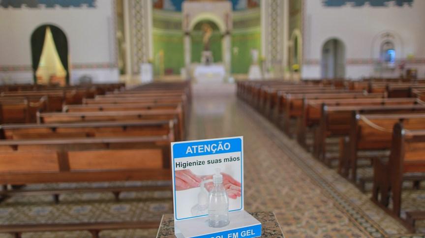 Álcool em gel na Igreja Santo Antonio, em Campinas