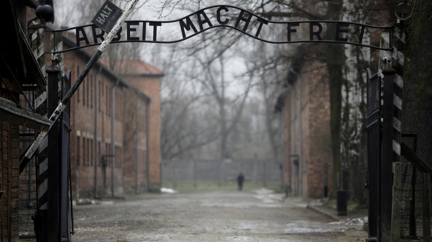 Entrada do antigo campo de concentração de Auschwitz, na Polônia