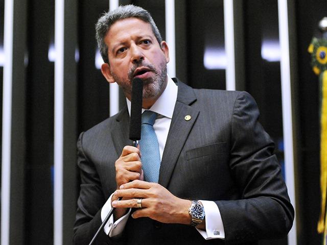Deputado Arthur Lira (PP-AL) durante sessão na Câmara dos deputados: para ele, nova CPMF viria para bancar auxílio aos mais pobres