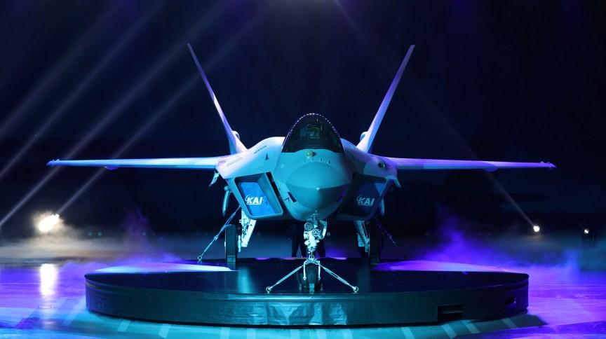 O Japão apresentou seu jato supersônico KF-21 nesta sexta-feira (9)