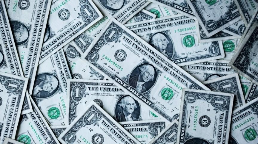 Na última semana, o dólar acumulou queda de 6,6% (17.abr.2020)