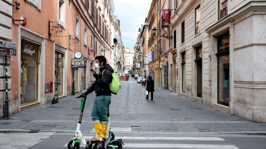 Ruas de Roma vazias devido às medidas de restrição contra a Covid-19, em 16/03/2021
