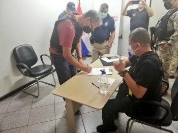 Pelo fato de estar registrado no país desde 1989, como estrangeiro residente com base em vínculo familiar, o Brasil se tornou o destino de Barakat