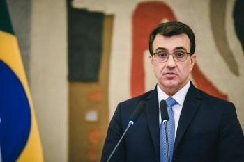 Ministro das Relações Exteriores, Carlos França, recebeu uma ligação do ministro dos Negócios Estrangeiros da China, Wang Yi