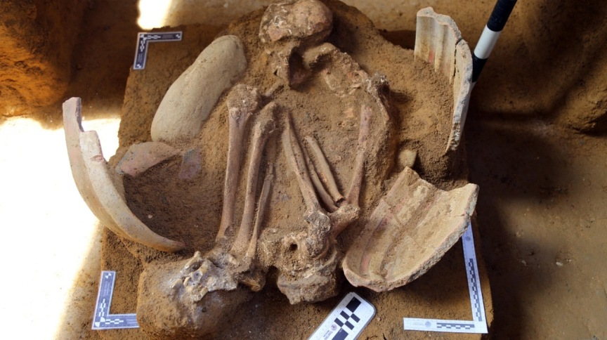 Restos mortais de índio tupi-guarani foram encontrados dentro de artefato de cerâmica com desenhos tradicionais em rituais de sepultamento da tribo
