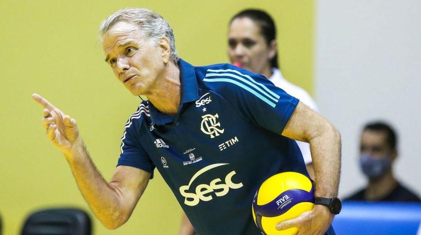 O técnico de vôlei Bernardinho