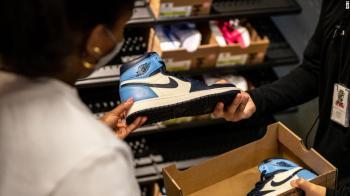 O movimento acontece enquanto a indústria da moda tem sofrido pressões para desenvolver produtos pensando em sustentabilidade