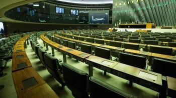 Decisão suspende todos os trabalhos em plenário e nas comissões nesta quarta-feira; parlamentar do Paraná estava no primeiro mandato como deputado federal