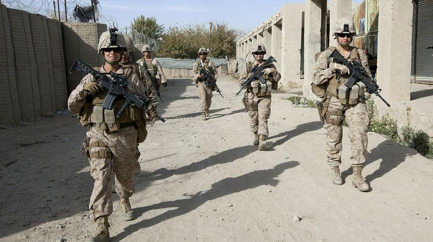 Soldados dos EUA patrulham ruas de Musa Qala, no Afeganistão, em 2010; atualmente, cidade é controlada pelo Talibã