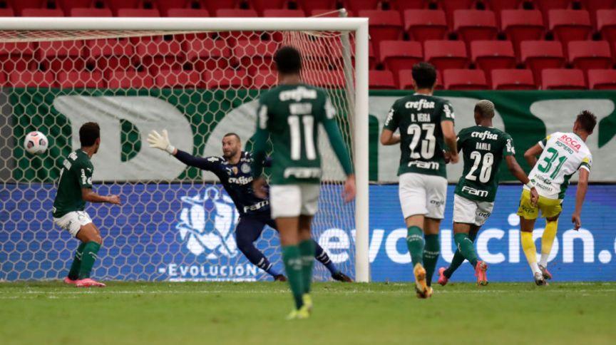 Braian Romero, do Defensa y Justicia, marca o primeiro gol do time durante partida