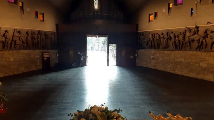 O prefeito de Bergamo, Giorgio Gori, postou foto da igreja do cemitério da cidade enfim vazia