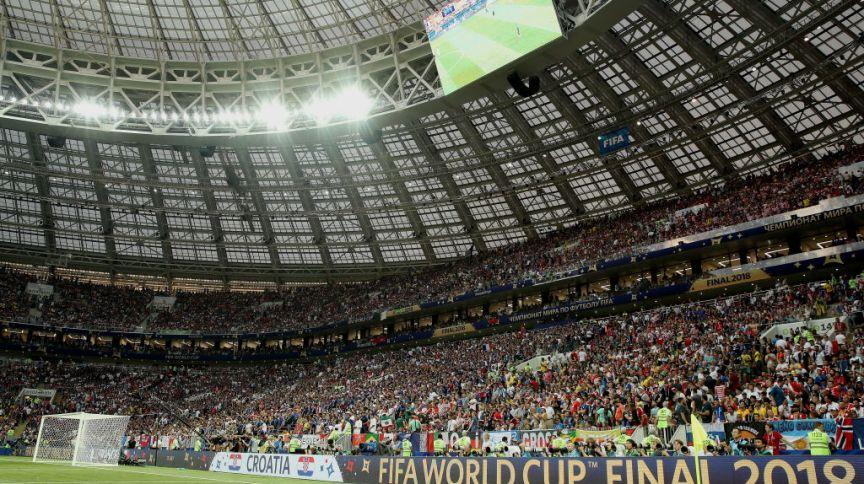 Estádio lotado na final da Copa de 2018, na Rússia; Catar pretende ter jogos com capacidade máxima de público e sem Covid-19 em 2022