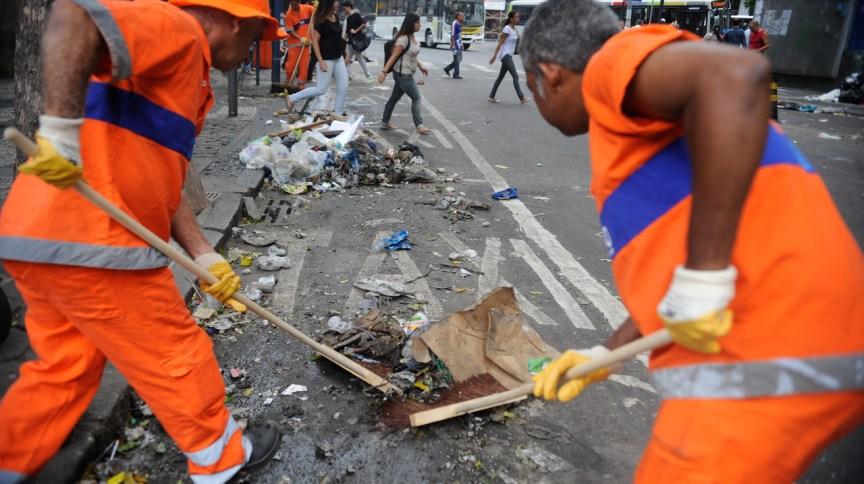 De acordo com o sindicato, 18 toneladas de lixo deixaram de ser recolhidas na capital paulista.