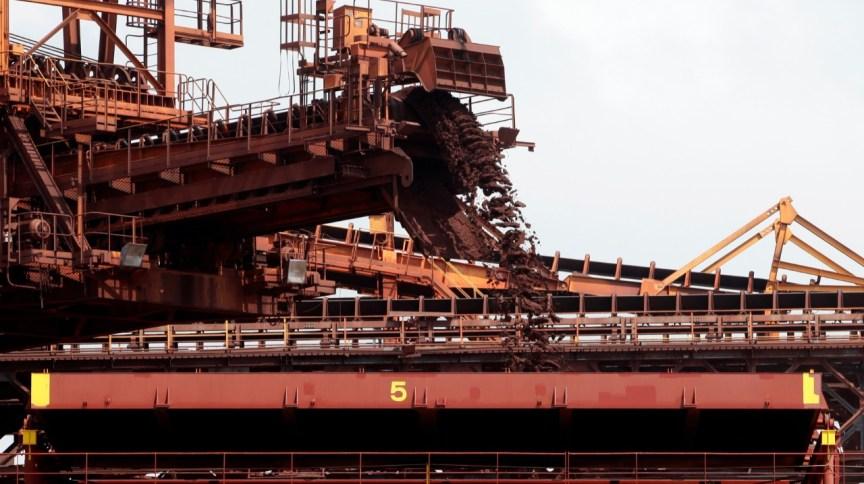 Navio carregado com minério de ferro 09/12/2011