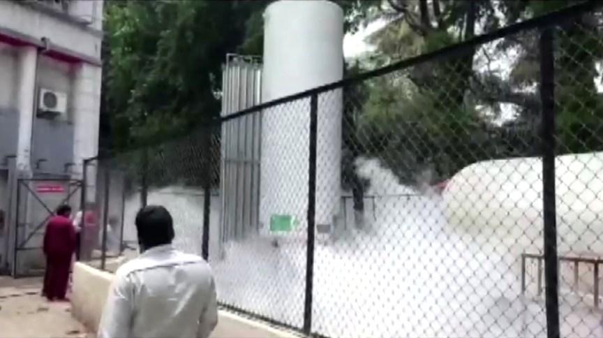 Na Índia, um vazamento em tanque de oxigênio hospitalar provocou a morte de 22 pacientes com Covid-19