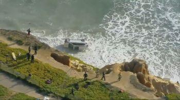 O motorista foi salvo por um fuzileiro naval aposentado que fazia uma caminhada pela praia e viu o acidente