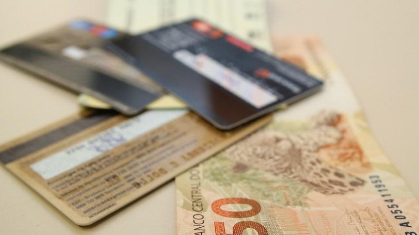Dinheiro, cartões de crédito e cheque (04.07.2013)