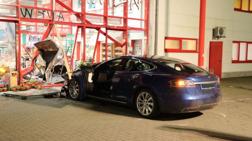 Acidente com Tesla: causa ainda estava sendo investigada
