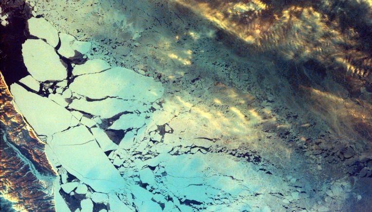 A ilha Sakhlin, na costa da Rússia, ao norte do Japão
