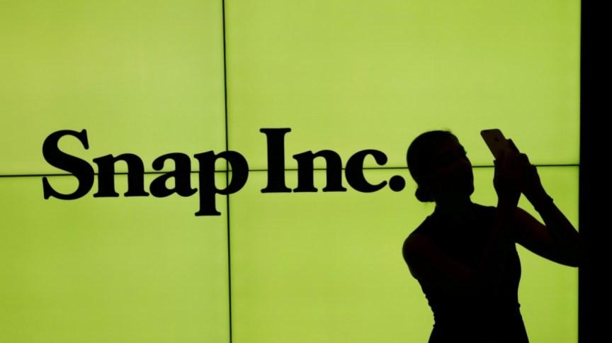 Logo da Snap em telão na bolsa de valores de Nova York, EUA 02/03/2017