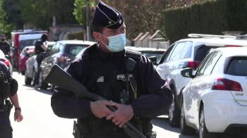 Homem de nacionalidade tunisiana morava na França com documentos legítimos e não estava em lista das agências de segurança do país; promotor fala em terrorismo