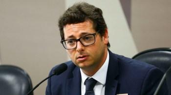 Outro que será escutado na próxima semana é o ex-ministro das Relações Exteriores Ernesto Araújo, que também é próximo dos filhos do presidente