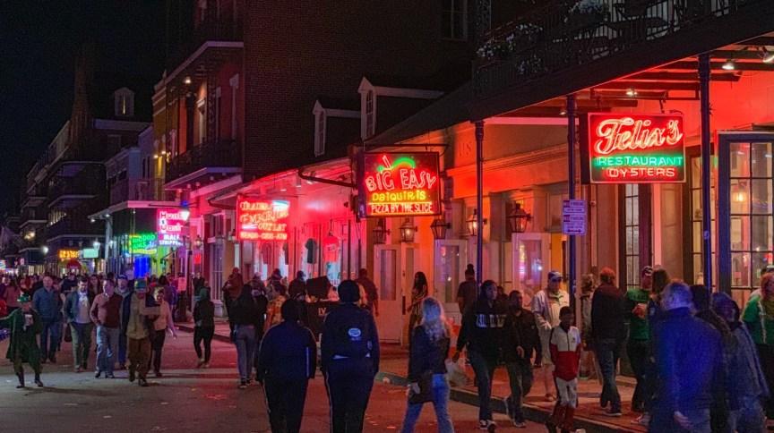 Bourbon Street, em New Orleans