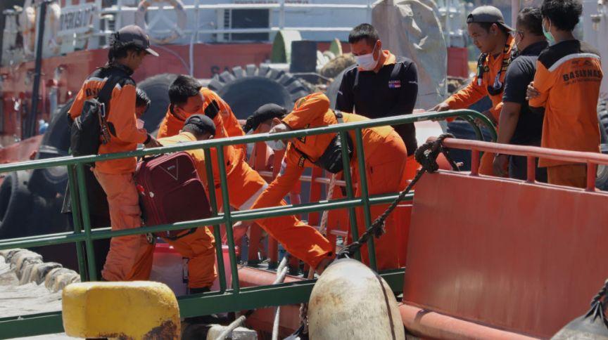 Equipe de buscas se prepara para procurar submarino na Indonésia