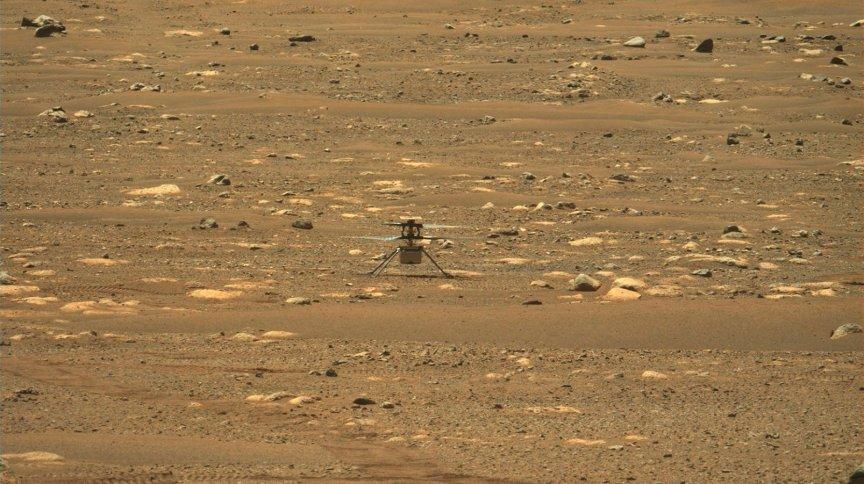 O Ingenuity, helicóptero da Nasa, na superfície de Marte