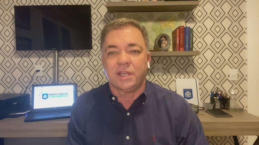 O prefeito de Florianópolis, Gean Loureiro (sem partido) em entrevista à CNN (22.abr.2020)