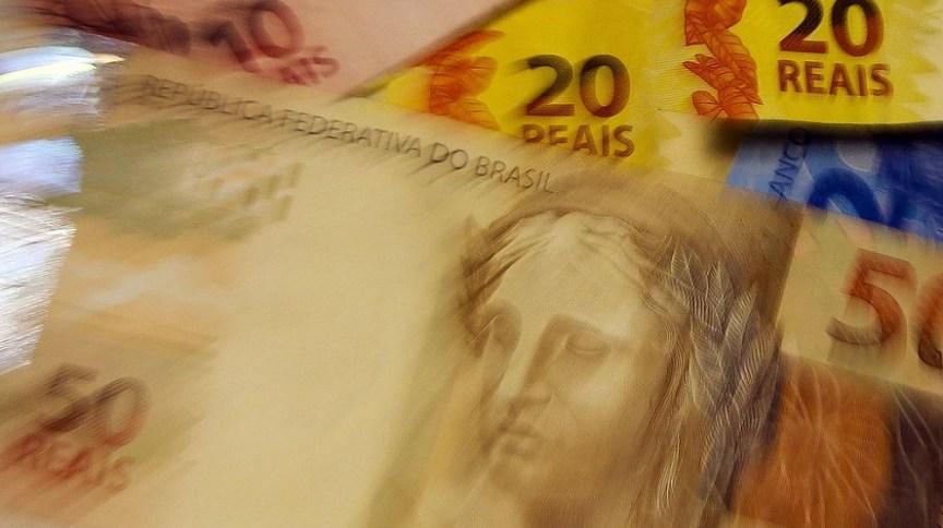Notas de real: entre os dias 2 e 27 de março, o volume de crédito fornecido a pessoas jurídicas passou de R$ 119,8 bilhões, em 2019, para R$ 189,7 bilhões em 2020, uma variação de 58,4%