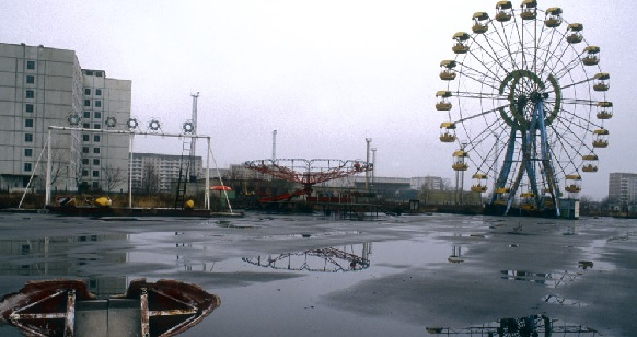 Um parque de diversões abandonado em Pripyat, a três quilômetros da usina nuclear de Chernobyl