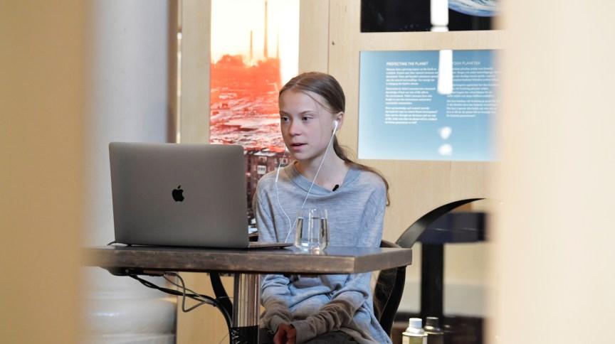 A ativista Greta Thunberg participa de evento pelo Dia da Terra