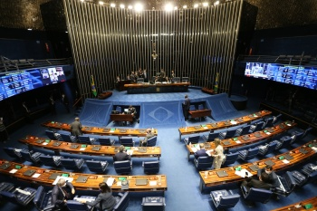 "Recentemente, Bolsonaro havia vetado alguns dispositivos afirmando ""risco de desequilíbrio nas contas públicas"""
