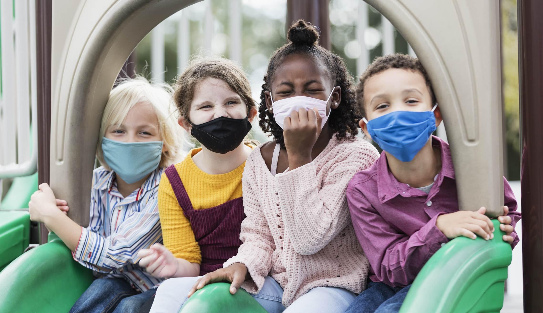 Crianças maiores de 2 anos devem usar máscara
