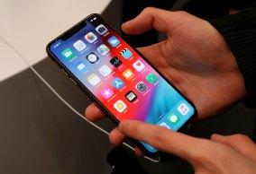 Empresas donas de aplicativos populares questionam suposto abuso de posição dominante da gigante fabricante dos iPhones
