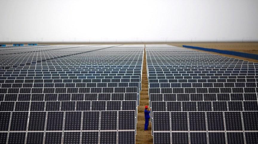 Painéis em usina de geração de energia solar; fonte está no radar da Cemig para expansão