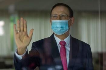 Caso não compareça, o senador Omar Aziz, presidente da CPI, não descarta pedir a condução coercitiva do empresário, como revelou no Live CNN Brasil