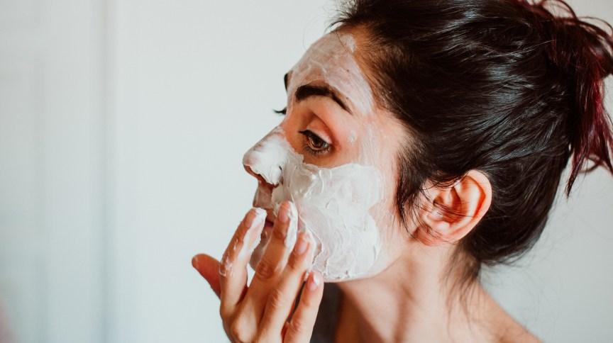 Maus hábitos e estresse por causa da pandemia afetam a pele