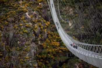 Ponte fica a 175 metros acima do Rio Paiva, na cidade de Arouca, ao norte de Portugal