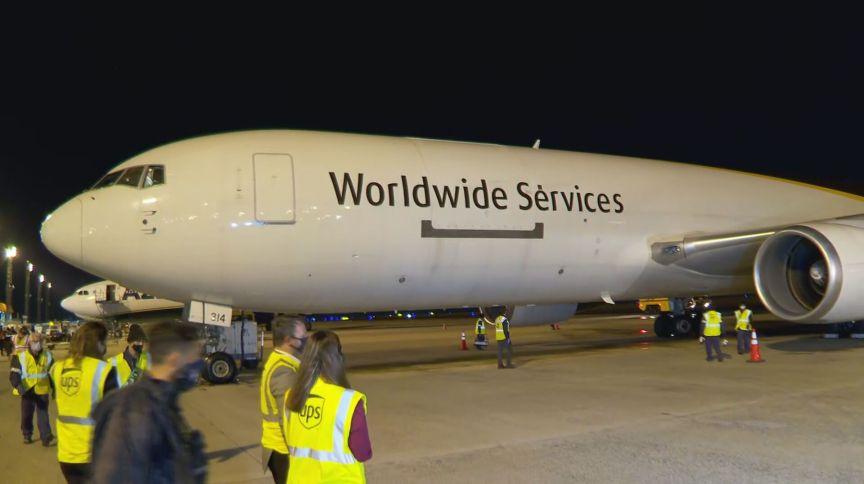 Avião que trouxe as primeiras doses da vacina da Pfizer contra a Covid-19 ao Brasil (29.abr.2021)